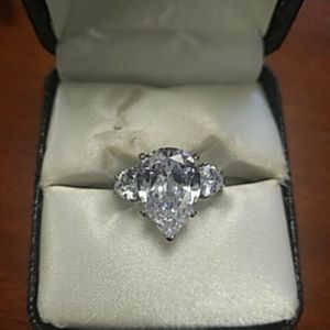 NWOT 6.65 Ct Pear AAA CZ ring